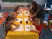 Dessin à l'accueil de loisirs de Plonéour-Lanvern